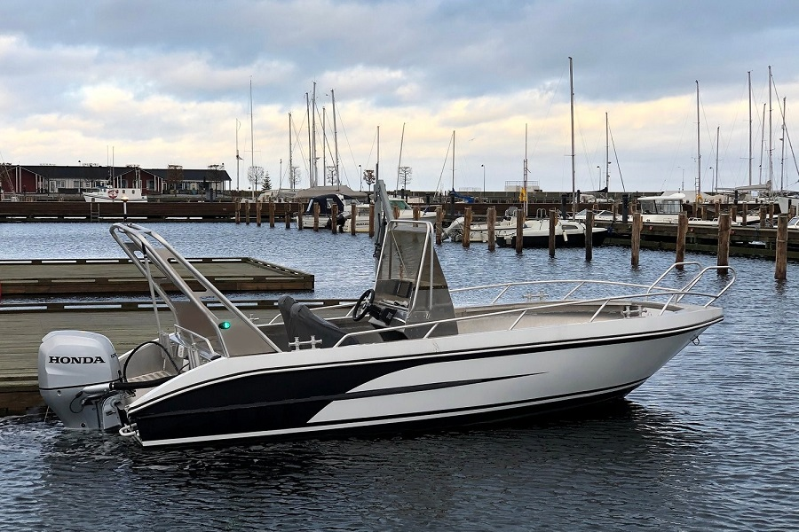 Model 630 CC – Versatile and seaworthy aluminum boat with center console