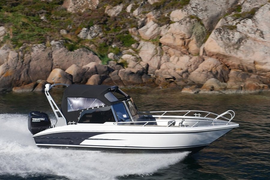 Model 730 BR – Big and strong bowrider with lots of space